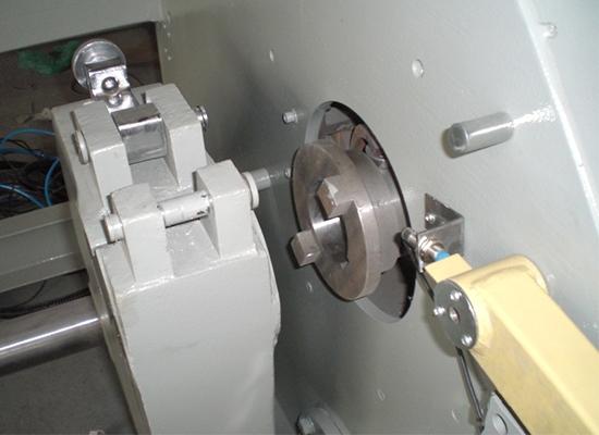 分条整经机倒轴拍合装置